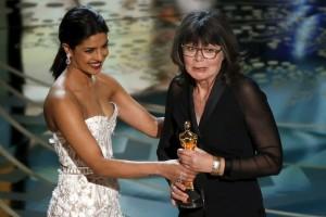 priyanka-award-presenter-Oscar-2016-dresses