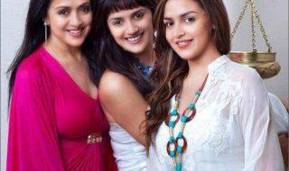 3_Hema Malini and Esha Deol Ahaana Deol