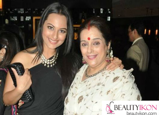 9_Poonam Sinha and Sonakshi Sinha